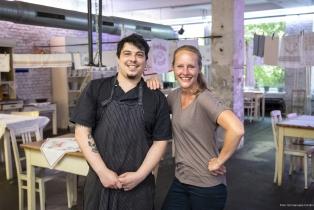 Kuechenchef Jacopo Camilli und Wirtin Elena Gronenberg-Hoffmann in der Lavanderia Vecchia am 18. Juni 2021.